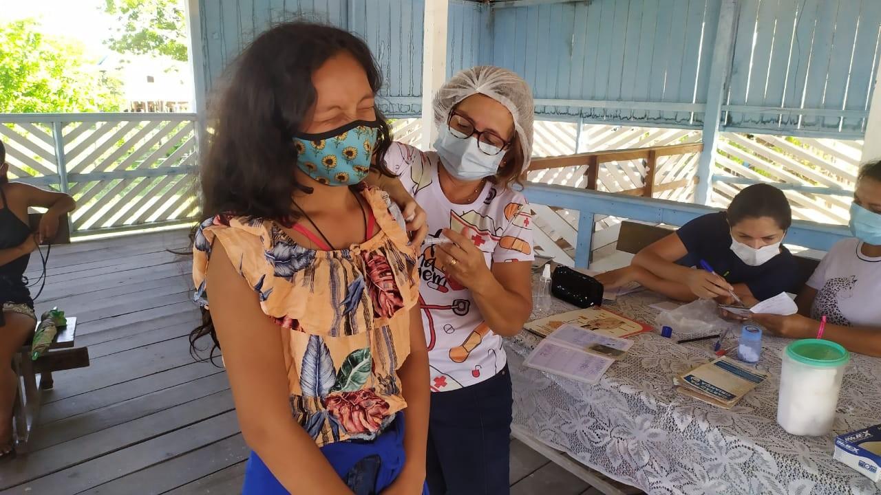 Vacinas anti-Covid são aplicadas em adolescentes e idosos na região ribeirinha de Óbidos