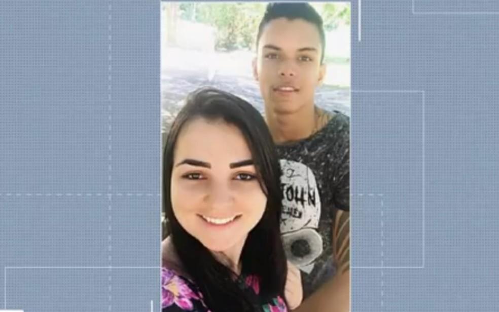 -  Marcos Vinicius da Silva estavana moto com a mulher, Taynara Soares da Mata  Foto: TV Anhanguera/ Reprodução
