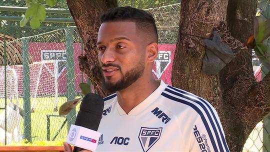 """Reinaldo vê São Paulo crescendo e analisa novo estilo com Diniz: """"Descansar com a bola no pé"""""""