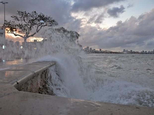 Litoral da Paraíba tem aviso de mar grosso com ondas de até 4 metros, diz Marinha