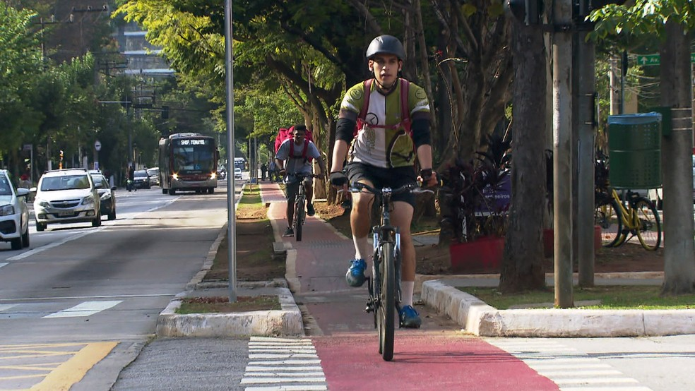 Ciclovia na Avenida Luis Carlos Berrini — Foto: Reprodução/TV Globo