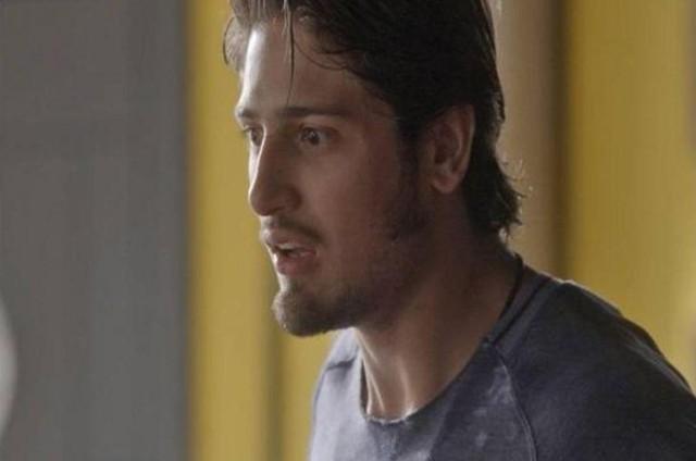 Daniel Rocha em cena como Rafael em 'Totalmente demais' (Foto: TV Globo)