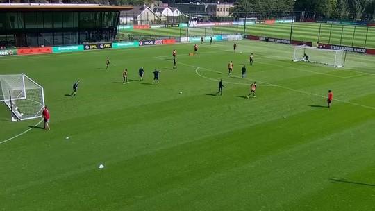 Vale Puskás? Eric Botteghin, zagueiro do Feyenoord, faz golaço durante o treinamento