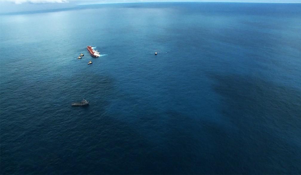 Mancha de óleo se espalhou por quase 830m na orla do Maranhão — Foto: Reprodução/TV Mirante