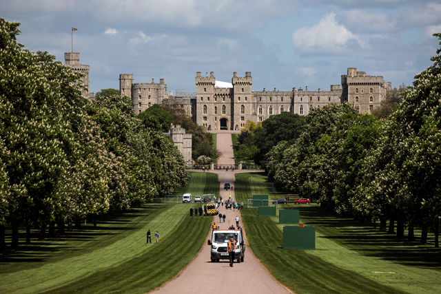 Os jardins do Great Windsor Park; Ao fundo, o fantástico e gigantesco Castelo de Windsor, o local favorito da rainha Elizabeth II  (Foto: Getty Images)