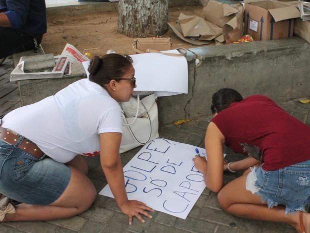 Manifestação contra impeachment em Petrolina neste sábado (Foto: Taisa Alencar/G1)