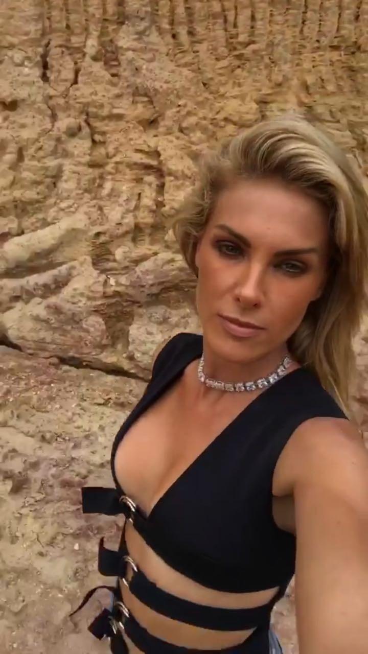 Ana Hickmann ousa em look com ar fetichista (Foto: Reprodução/Instagram)