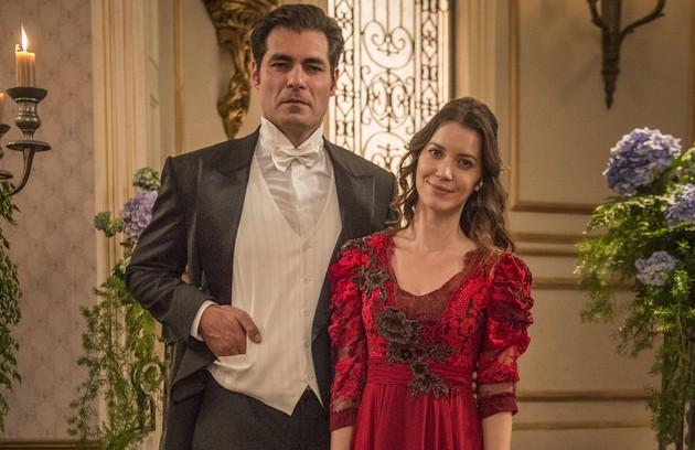 Depois de uma passagem de tempo de cinco anos, Darcy (Thiago Lacerda) e Elisabeta (Nathalia Dill) estarão morando na Inglaterra. O casal voltará ao Brasil com o filho para o lançamento do livro dela (Foto: Globo/Mauricio Fidalgo)