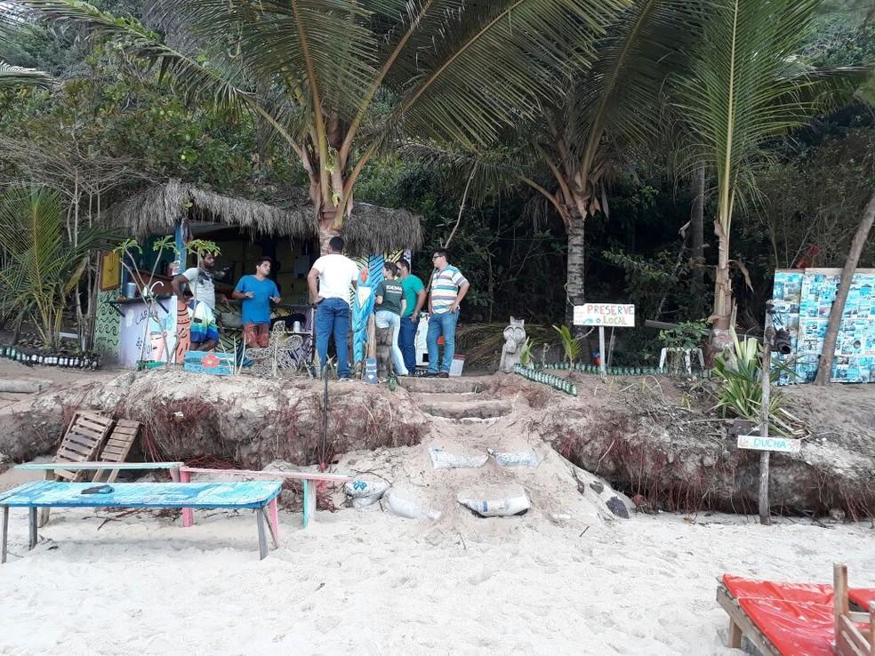 Operação para retirada de barracas nas falésias das praias de Tibau do Sul, no RN, começou nesta segunda-feira (30) (Foto: Divulgação/ Cipam)