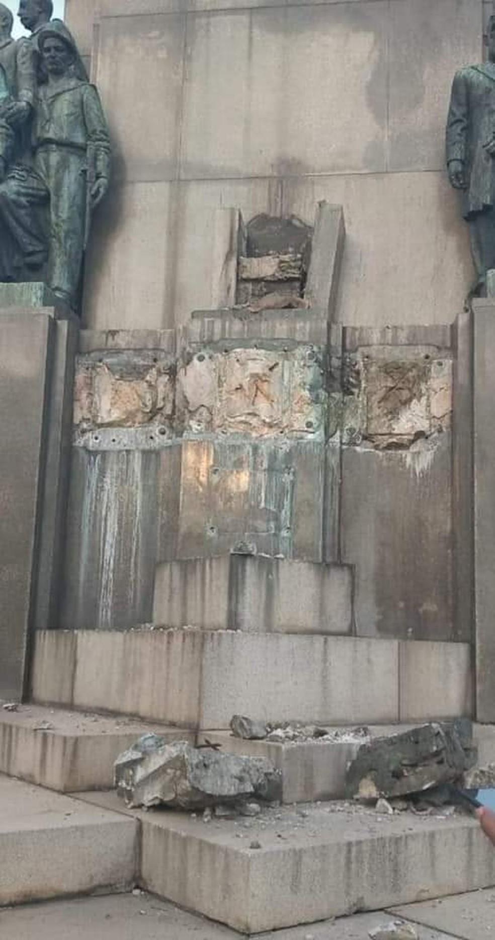 Monumento de onde foi roubada estátua representando a mãe do Marechal Deodoro, na Glória, Zona Sul do Rio — Foto: Reprodução