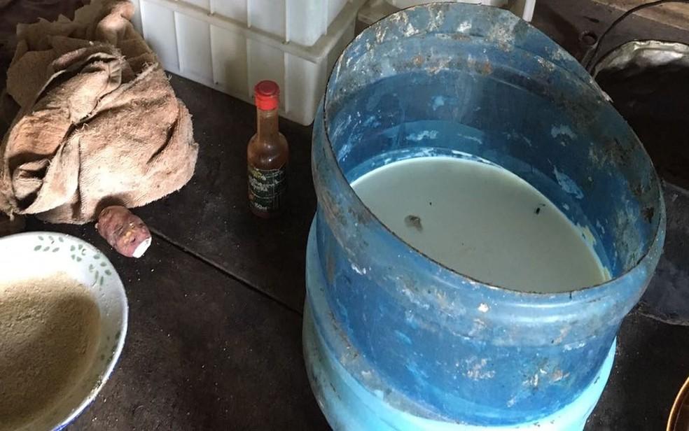 Produtos eram guardados fora dos padrões de higiene. (Foto: FPI/SE)