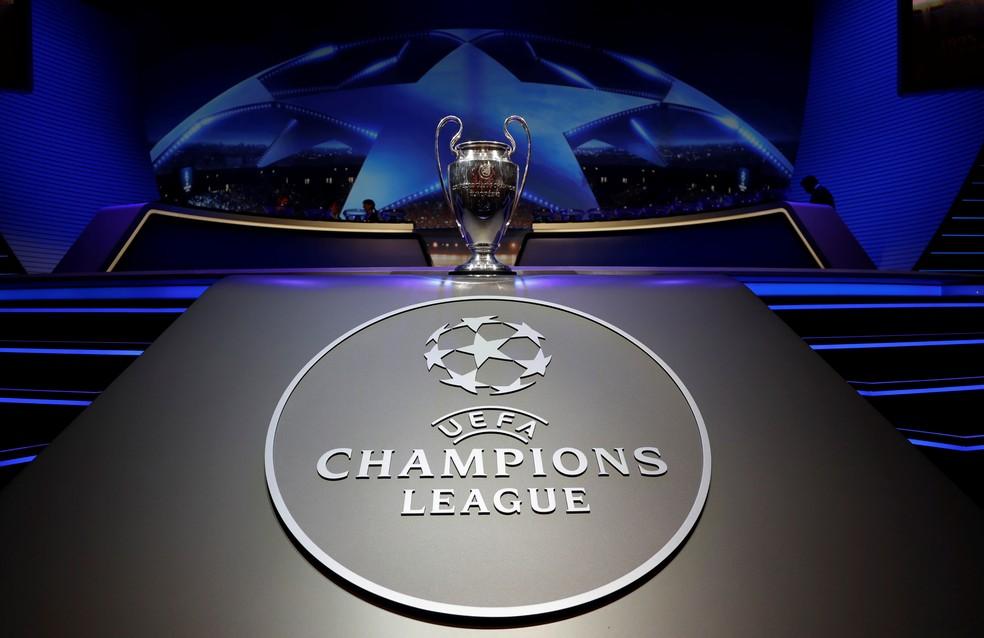 Taça da Liga dos Campeões no sorteio da fase de grupos — Foto: REUTERS/Eric Gaillard