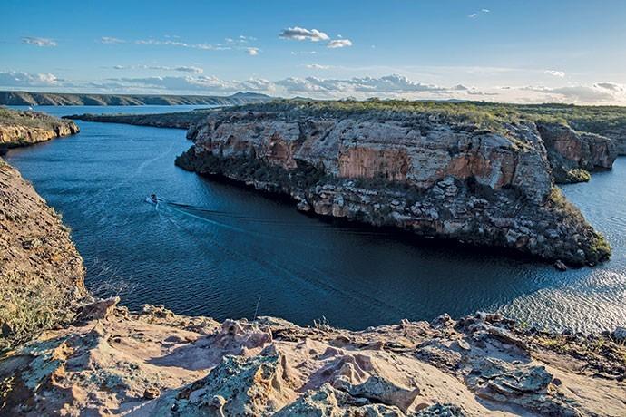 Os turistas têm oportunidade de conhecer o Mirante na Trilha do Pôr do Sol (Foto: Flávio Forner)