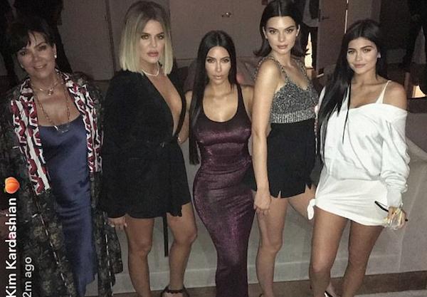 Kris Jenner, Khloé Kardashian, Kim Kardashina, Kendall Jenner e Kylie Jenner (Foto: Snapchat)