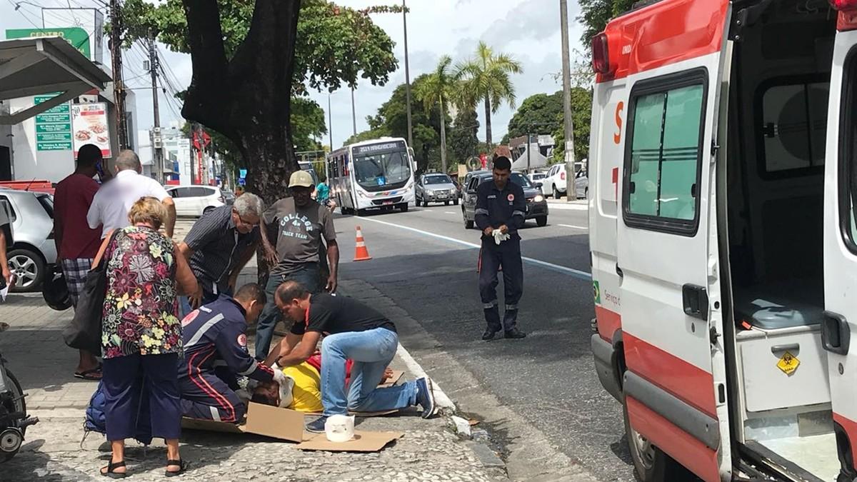 Adolescente é atropelado após descer de ônibus em João Pessoa
