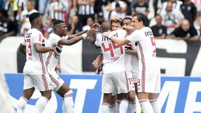 São Paulo comemora gol de Hernanes no primeiro tempo