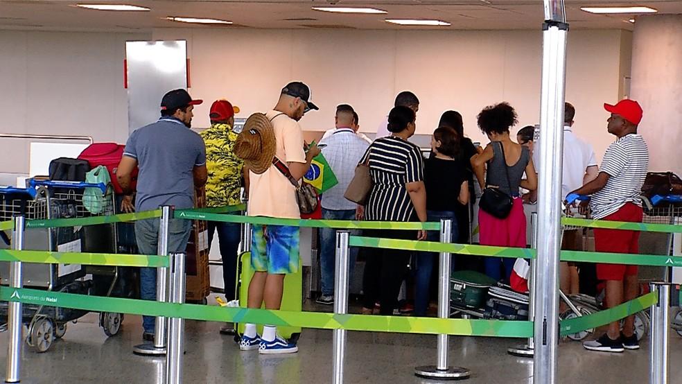 Trinta cubanos que atuavam no Rio Grande do Norte pelo Mais Médicos deixaram o estado potiguar nesta quarta-feira (5) — Foto: Reprodução/Inter TV Cabugi