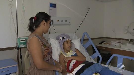 Mãe de menino picado por cobra na BA reclama de atendimento médico