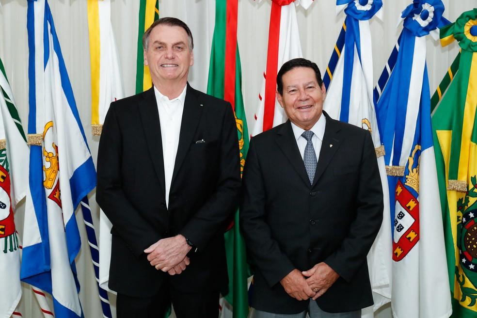 O presidente Jair Bolsonaro durante transmissão de cargo ao vice-presidente, Hamilton Mourão, na manhã desta segunda-feira (23), antes de viagem aos EUA — Foto: Alan Santos/Presidência da República