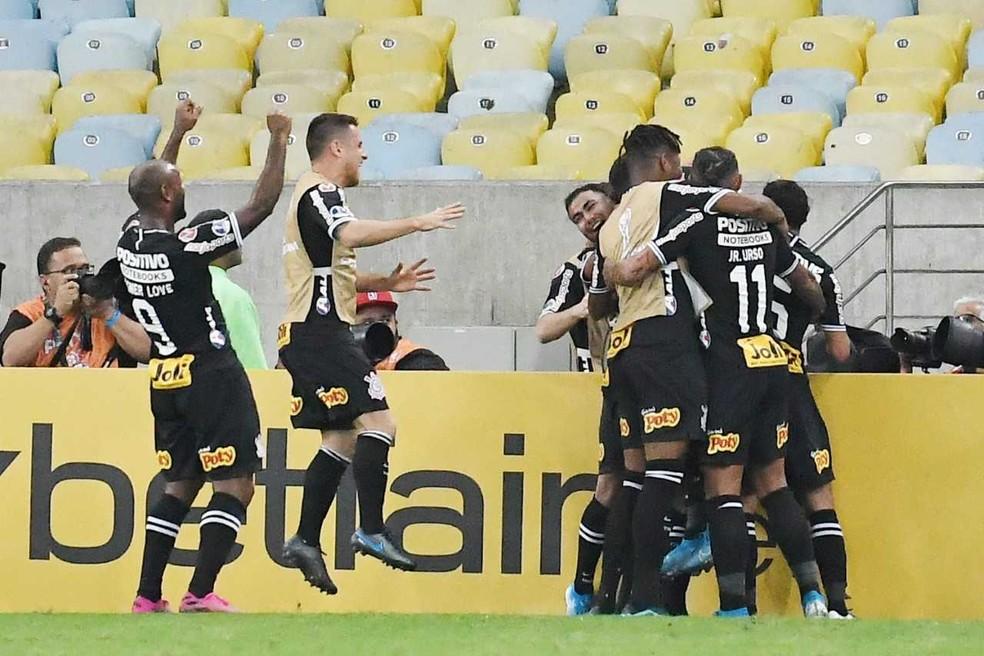 Jogadores do Corinthians festejando no Maracanã — Foto: Alexandre Durão, GloboEsporte.com