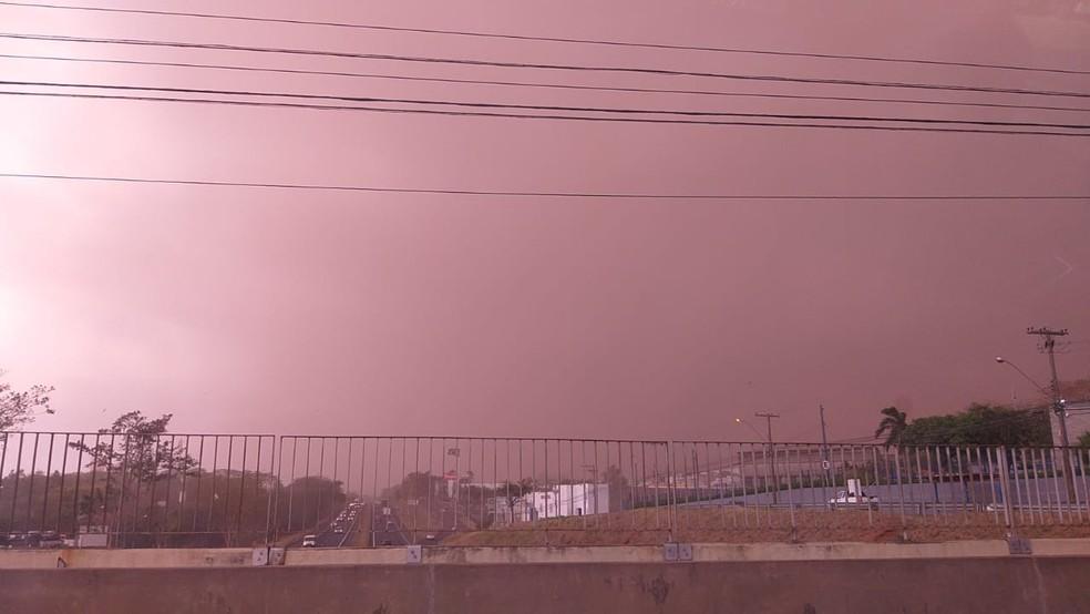 Tempestade de poeira atingiu Presidente Prudente (SP) na tarde desta sexta-feira (1º) — Foto: Kaito Lomartire/TV Fronteira