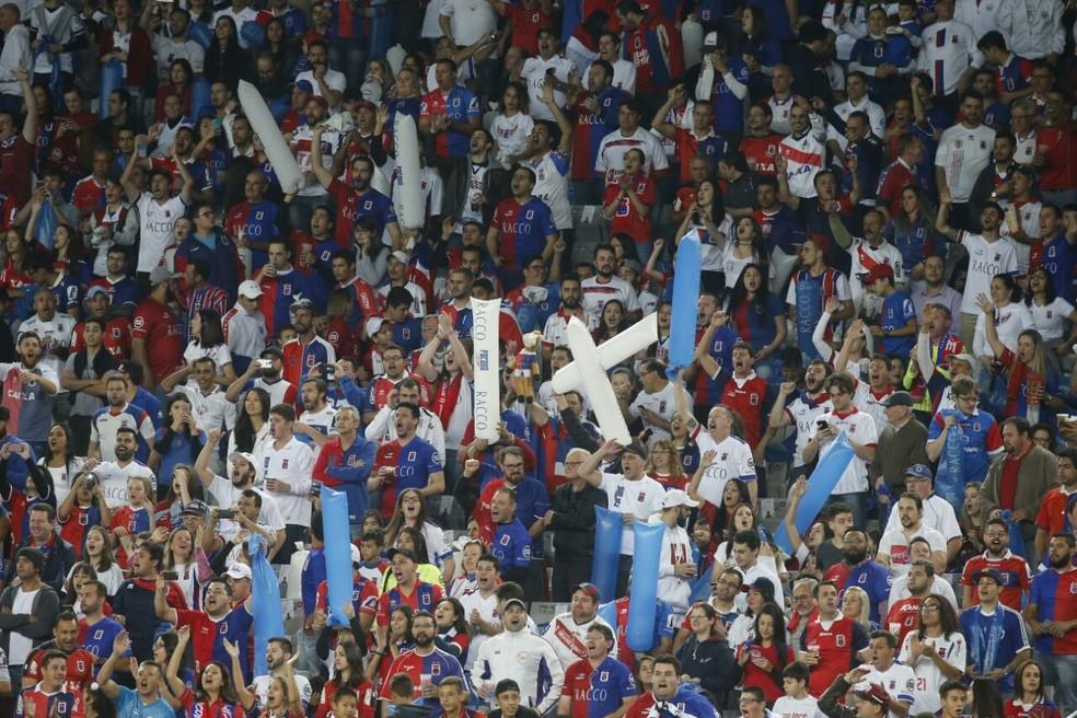 Dentro do estádio muita festa e estádio lotado (Foto: Albari Rosa/Gazeta do Povo)