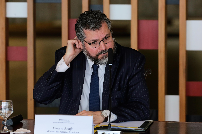 CPI ouve Ernesto Araújo nesta terça sobre críticas à China, ações por vacinas e cloroquina