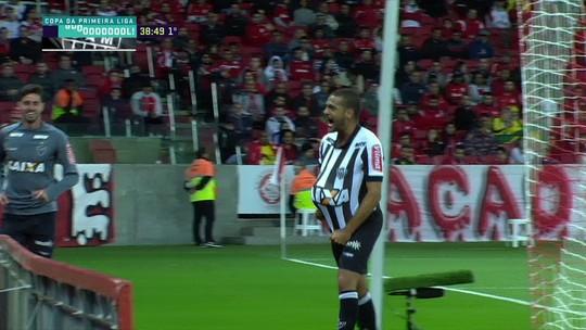 Decisivo para classificação, Clayton vibra com gol e agradece confiança de Micale