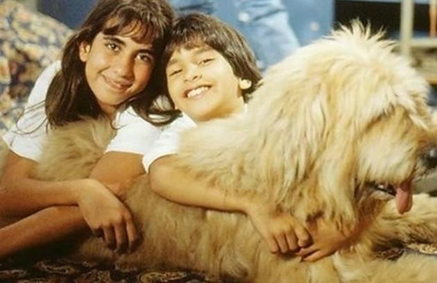 O cão Maradona, mascote da história, foi vivido por dois animais, os irmãos Kiwi, que na verdade era uma cadela, e Kauê (Foto: TV Globo)
