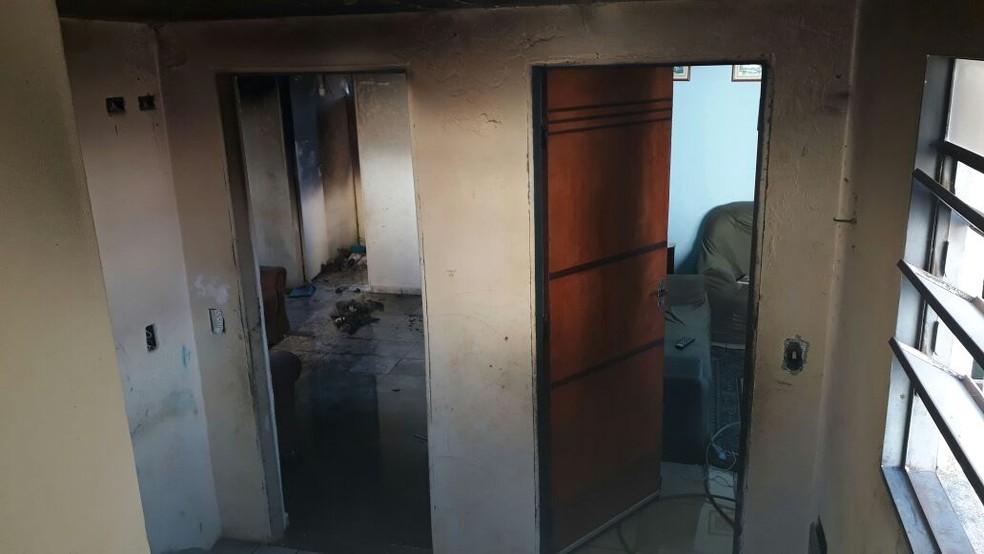 Incêndio atinge apartamento em Jacareí  (Foto: Divulgação/Corpo de Bombeiros )