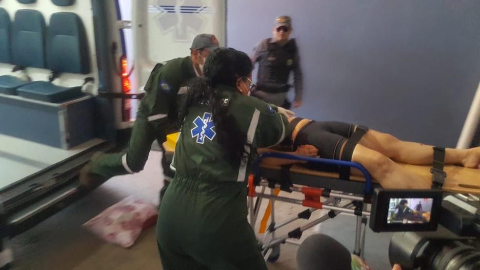 Vítima chegou a ser socorrida, mas não resistiu ao ferimento e morreu. — Foto: Yasmim Oliveira/Centro América FM