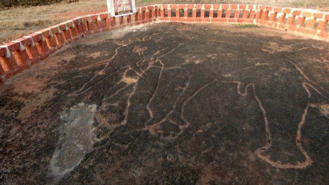 Imagens teriam sido feitas por uma comunidade de caçadores-coletores que não tinha conhecimento sobre agricultura (Foto: BBC Marathi via BBC News Brasil)