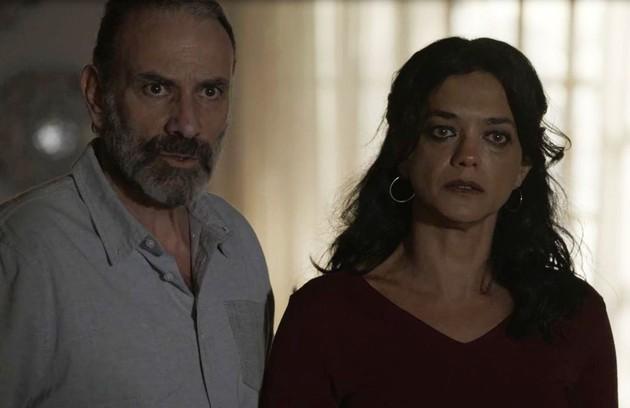 Na sexta (26), depois de saberem que Laila e Jamil ficaram noivos, Elias e Missade irão abençoar a união dos dois (Foto: Reprodução)