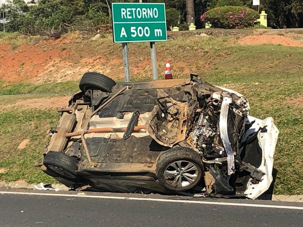 BMW capotou e matou um funcionário terceirizado da concessionária, que fazia a limpeza do canteiro central da BR-277 — Foto: Jurandir Chaves/RPC