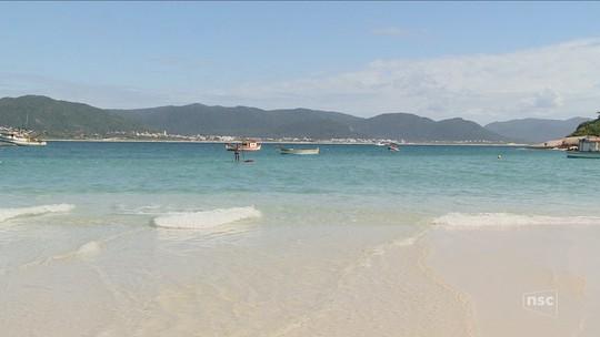 Falta de consenso para fiscalizar número de visitantes pode prejudicar preservação de ilha em SC