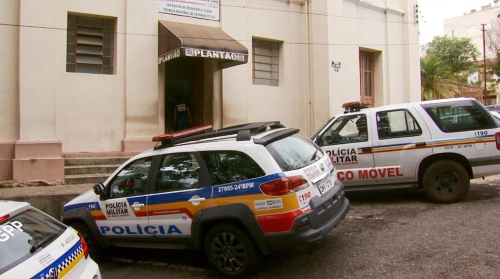 Presos foram levados para a delegacia de Varginha (MG) — Foto: Reprodução EPTV