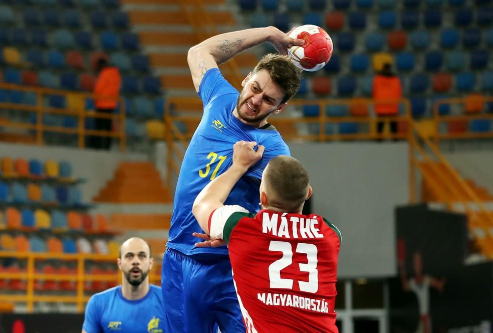 Haniel Langaro foi o artilheiro do jogo entre Brasil e Hungria pelo Mundial de handebol — Foto: REUTERS/Khaled Elfiqi