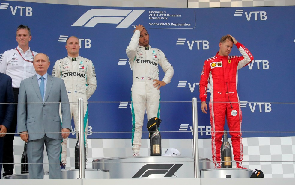 Pódio com clima ruim em Sochi após ordem da Mercedes a Bottas — Foto: Reuters