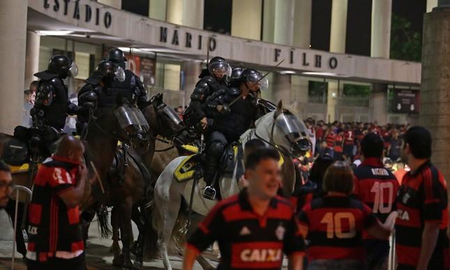 Selvageria marcou final da Sul-americana, no Maracanã