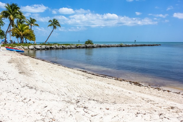 Smathers Beach in Key West, Florida is the longest beach on the island and is equipped with all comforts for a relaxing tropical vacation. (Foto: Getty Images/iStockphoto)