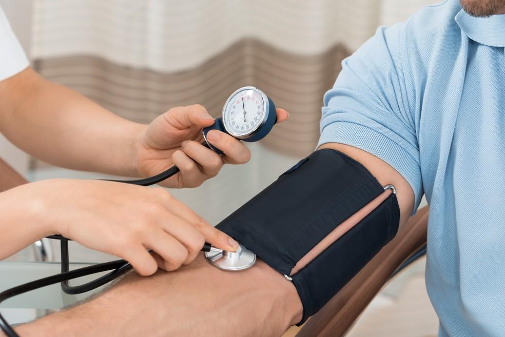 O risco de hipertensão arterial diminui com o menor consumo de sal — Foto: IStock Getty Images