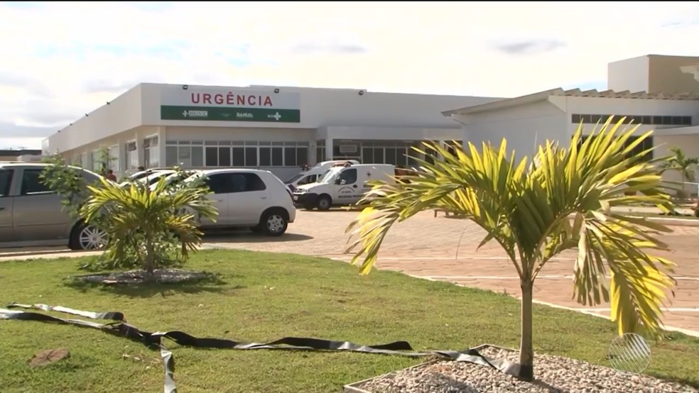 Uma das vítimas foi levada para o Hospital Geral de Vitória da Conquista — Foto: Reprodução/TV Sudoeste