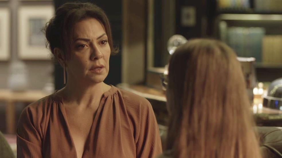 Nana (Fabiula Nascimento) se surpreende com pedido de Sofia (Valentina Vieira) — Foto: TV Globo