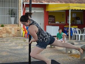 """Funcionária pública pratica esporte há seis meses: """"Tem sempre roxo no corpo"""" (Foto: Lucas Soares)"""