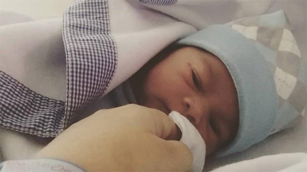 Karina Ferrari anuncia nascimento de filho após gravidez secreta (Foto: Reprodução/Instagram)