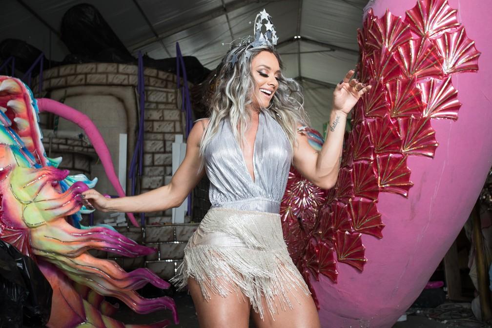 """Juju Salimeni ficou três anos fora do carnaval de SP para desfilar no Rio. Para ela, os cariocas têm mais cultura do carnaval porque todos procuram ter uma escola """"do coração"""". (Foto: Celso Tavares/G1)"""