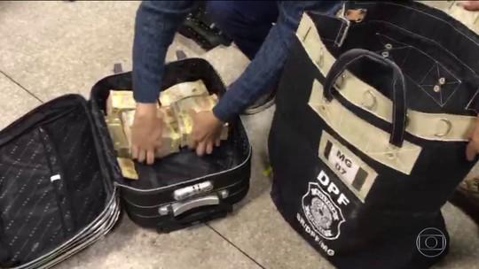 Ex-comandante geral e subtenente reformado da PM de Alagoas são presos com cerca de R$ 1,5 milhão em MG