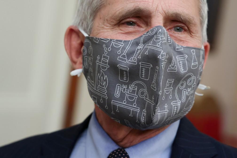 Anthony Fauci, infectologista chefe da Casa Branca, usa máscara durante entrevista coletiva nesta quinta-feira (21) — Foto: Jonathan Ernst/Reuters
