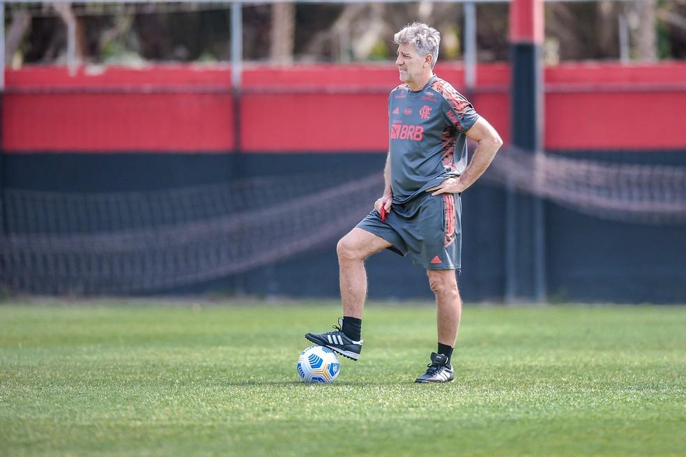 Sem relacionar titulares, Flamengo viaja para encarar o Am�rica-MG; veja o poss�vel time
