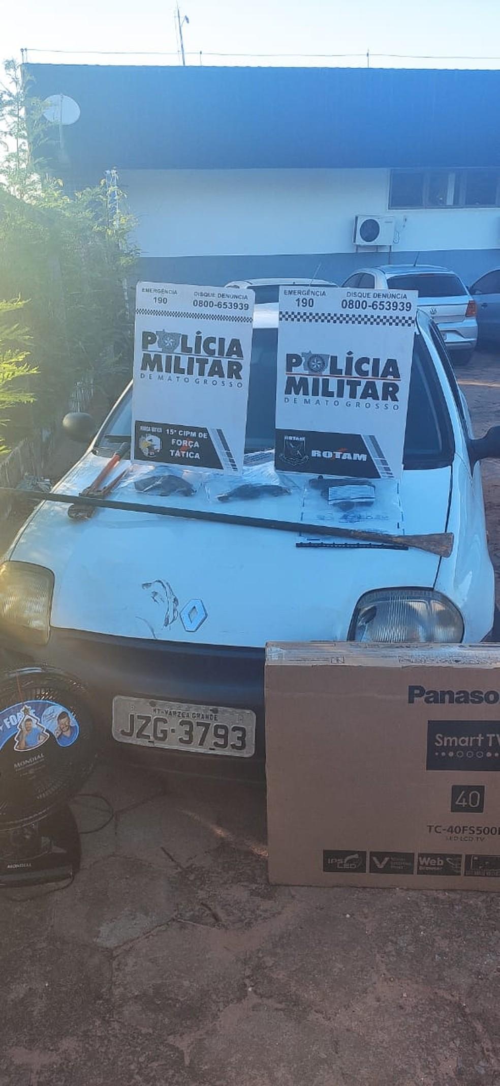 Armas e materiais encontrados com os suspeitos mortos pela Rotam em Várzea Grande — Foto: Polícia Militar de Mato Grosso